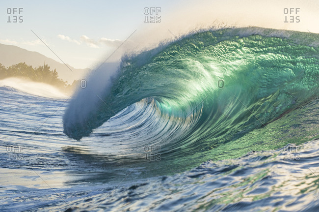 pipeline waves at the north shore in Hawaii