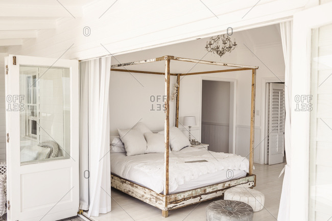 Shabby chic bedroom- canopy bed
