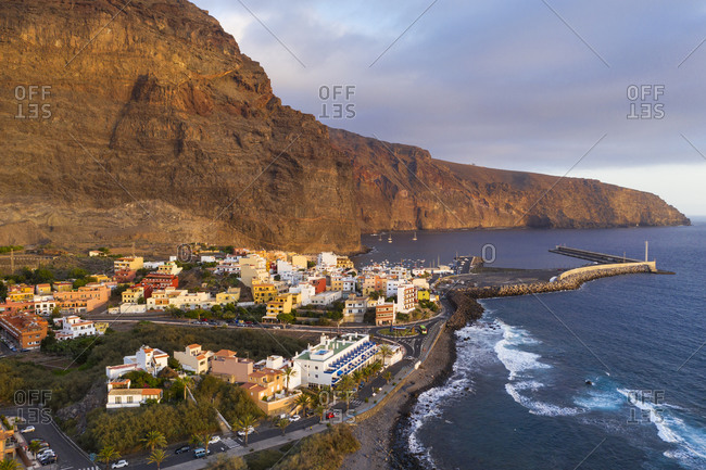 Spain- Canary Islands- La Gomera- Valle Gran Rey- Aerial view of Vueltas and port at sunrise