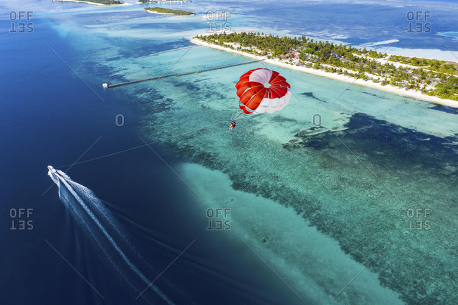 Drone shot, Paraglider flies over Atoll, South-Male-Atoll, Maldives, Asia