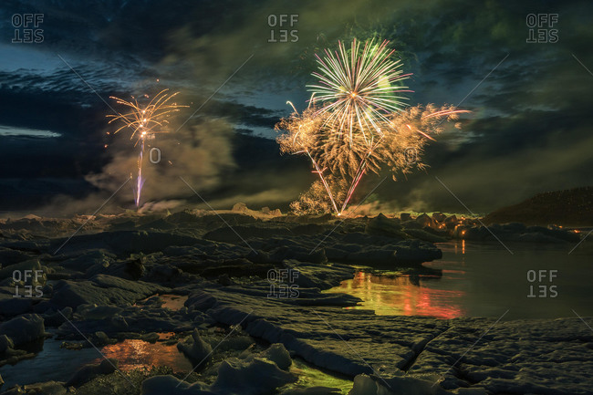 Annual fireworks over the glacier lagoon Jˆkuls·rlÛn, South Iceland, Iceland, Europe