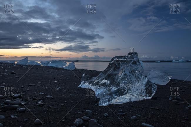 Icebergs washed up at sunrise, glacier lagoon, Jˆkuls·rlÛn, Iceland, Europe