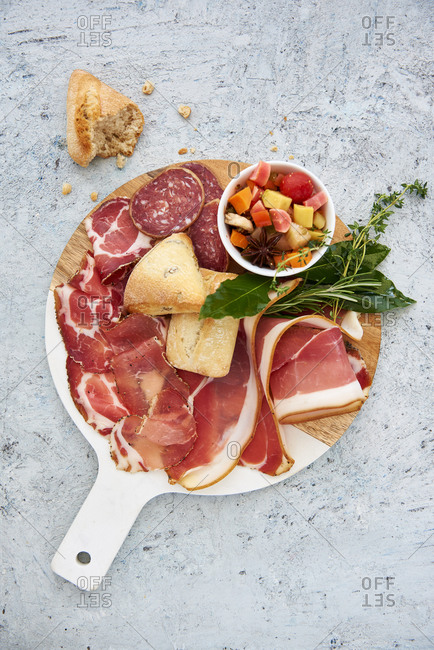 Corsican delicatessen tray with ham, saucisson and pickles