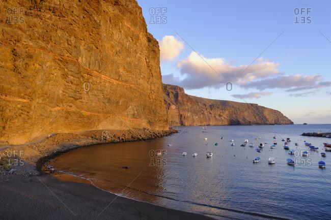 Spain- La Gomera- Valle Gran Rey- Boats moored in front of coastal cliff