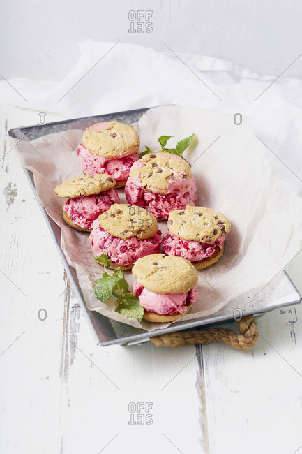 Top view image of raspberry ice cream sandwiches with chocolate chip cookies