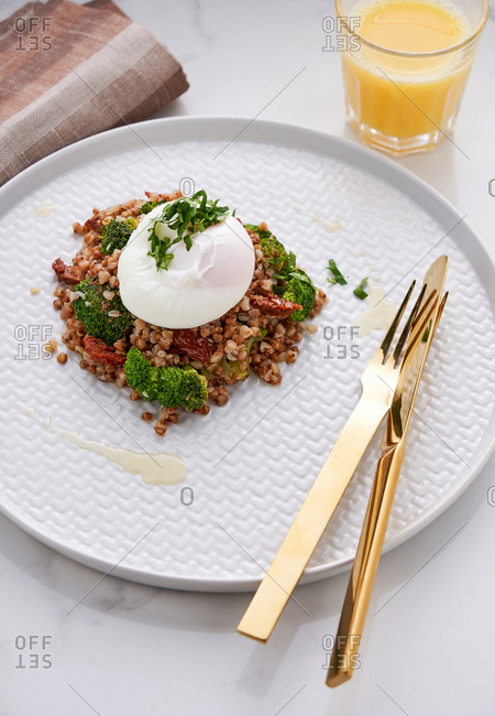 Buckwheat with sun-dried tomatoes, broccoli and a poached egg