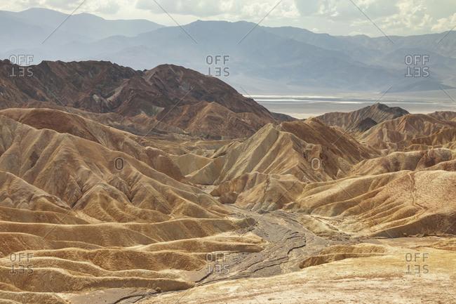 A desert mountain landscape on a sunny day