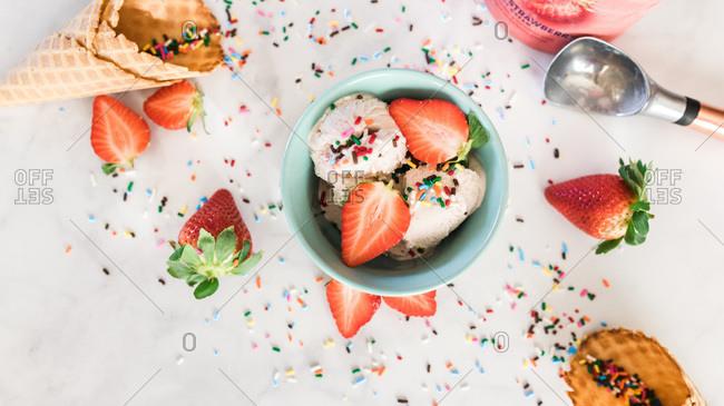 strawberry ice cream dessert table