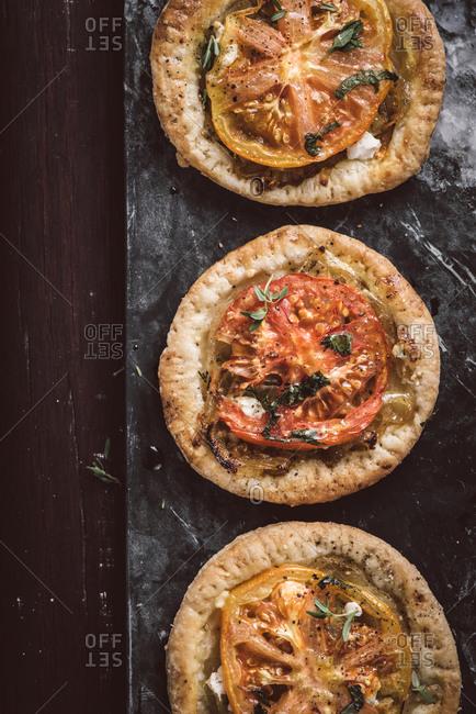 Tomato tart with basil - Offset