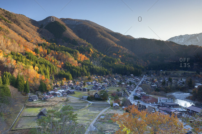Elevated view of Ogimachi, UNESCO World Heritage Site, Shirakawa-go, Toyama Prefecture, Honshu, Japan, Asia