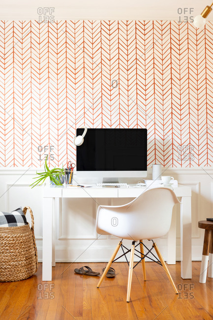 Home office with modern decor