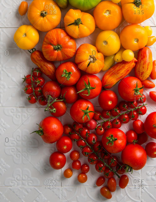 Variety of heirloom tomatoes arranged in a rainbow