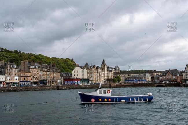 Fishing boat sailing into Oban harbor, Argyll & Bute, Scotland, UK