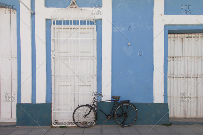 Caribbean, Cuba, Trinidad, black bicycle in front of blue white house