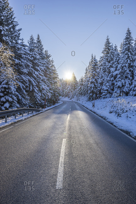 Germany, Lower Saxony, Harz National Park, Highway L504 in the snowy Harz National Park in the morning