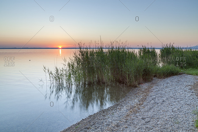 Lakeside of the Chiemsee on the Fraueninsel at sunrise, Frauenchiemsee, Chiemsee, Chiemgau, Upper Bavaria, Bavaria, southern Germany, Germany, Europe