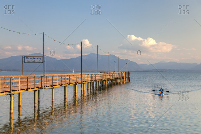 Steamboat in Seebruck at the Chiemsee behind it the Chiemgau Alps, Chiemgau, Upper Bavaria, Bavaria, southern Germany, Germany, Europe