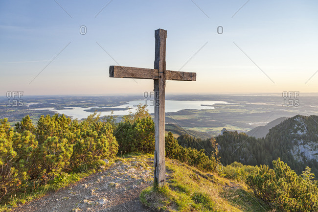 Summit cross of the Sulten with view of Chiemsee, Chiemgau Alps, Chiemgau, Upper Bavaria, Bavaria, Southern Germany, Germany, Europe