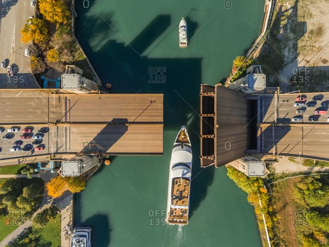 Aerial view of elevated bridge over Chicago river allowing sailboats cross, United States.