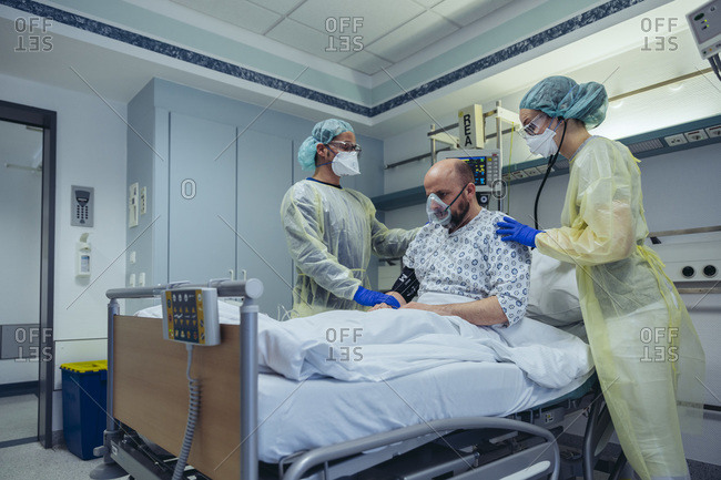 Doctors giving artificial respiration to patient in emergency care unit of a hospital