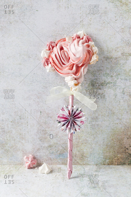 Flower-shaped meringue on stick