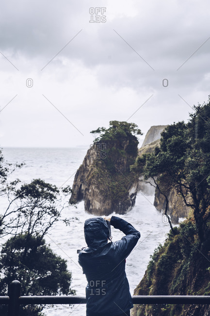 Man taking photos on a cliff- Pindal- Spin