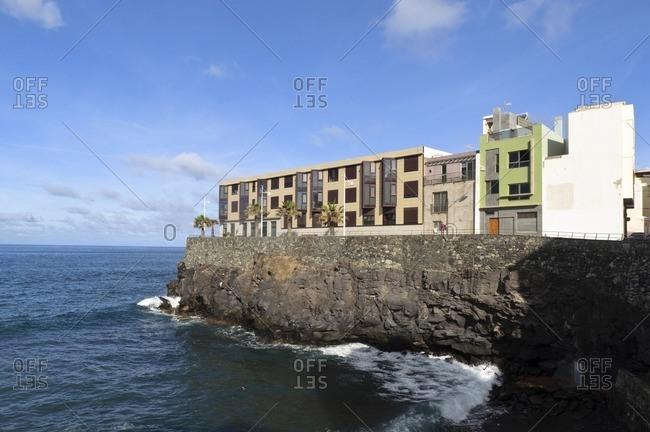 Apartments on a cliff, Paseo de la Canteras, Las Palmas de Gran Canaria, Gran Canaria, Canary Islands, Spain