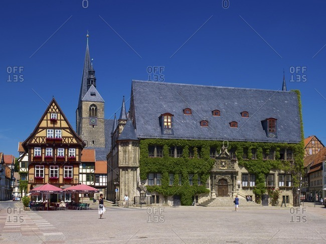 May 30, 2011: Market with town hall and town church St. Benedikti, view in the Hoken, gastronomy at the market, Quedlinburg, Saxony-Anhalt, Germany