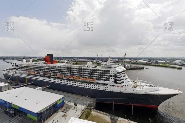 May 4, 2011: Cruise ship 'Queen Mary 2' in the harbor, Hamburg, Germany