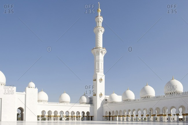 Inner courtyard of the Sheikh Zayed Bin Sultan Al Nahyan Mosque, Emirate of Abu Dhabi, United Arab Emirates, Middle East, Asia