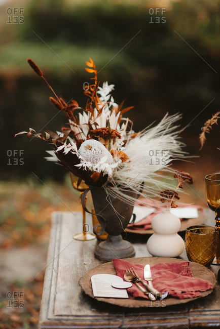 Beautiful fall d�cor on a rustic table outdoors