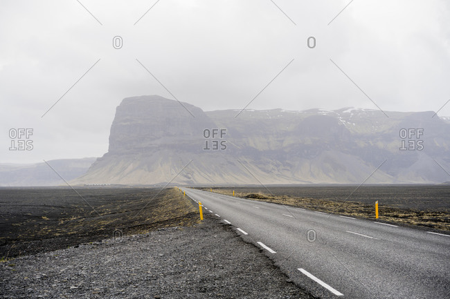 Empty road in east iceland near Mt. Lómagnúpur