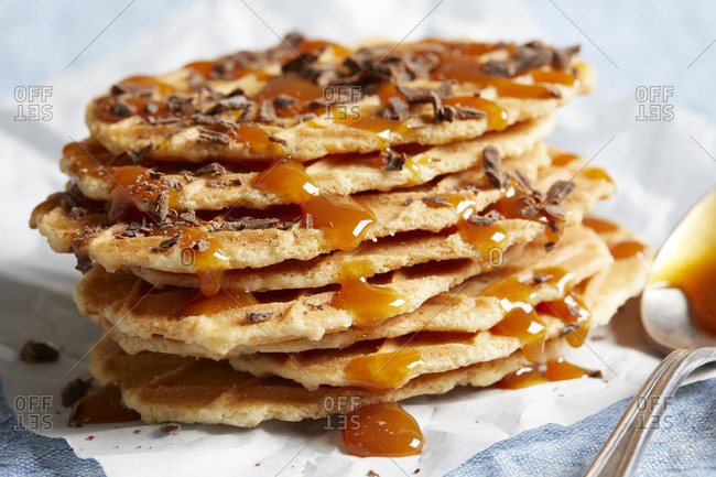Waffle crisps with dark chocolate and caramel sauce