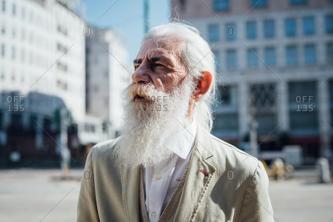 Senior businessman exploring city, Milano, Lombardia, Italy