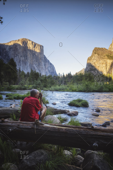 Man photographing Yosemite national park environment from Capitan View