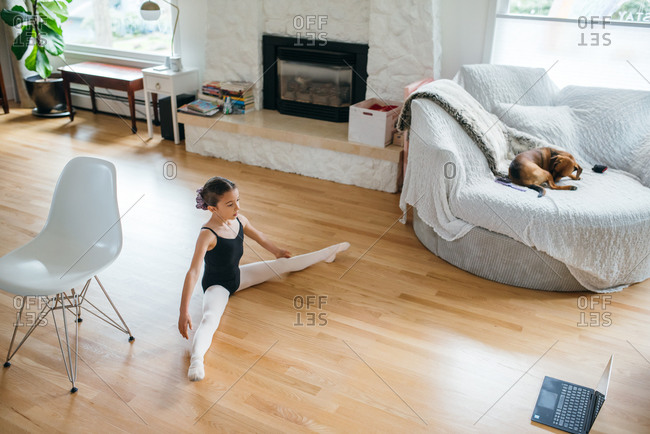 Girl virtually learns ballet at home