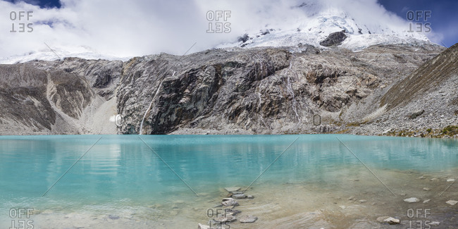 Panoramic view of idyllic Lake 69 in Peru