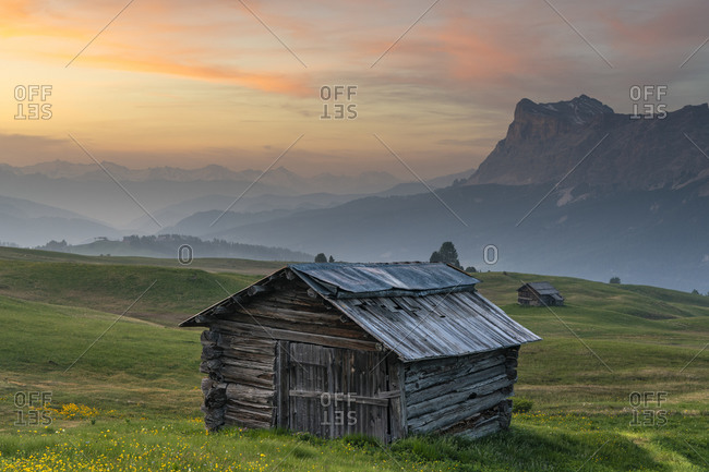 Mountain hut on Piz Sorega, view of the Rosskopf, sunset, Dolomites, Italy