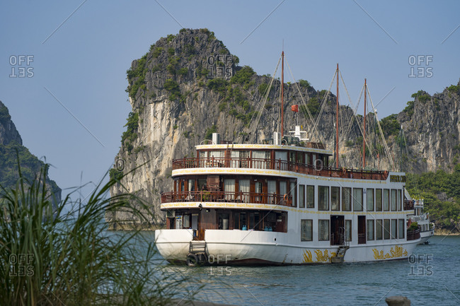 Halong Bay in Vietnam, boat tour with Emperor Cruise