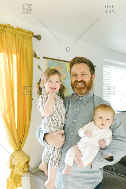 Father holding children (2-3 months, 2-3)