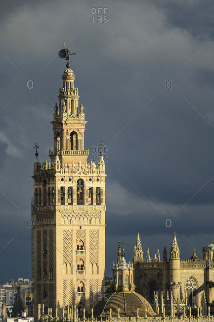 Spain, Seville, Giralda and Catherdral of Seville, Giralda tower with clouds
