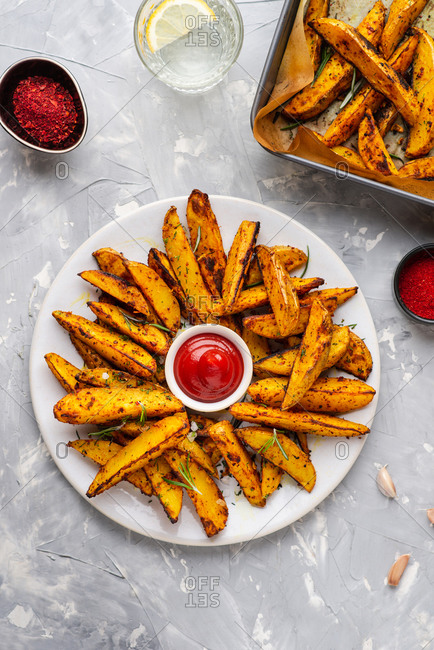 Baked potato wedges with sea salt and rosemary