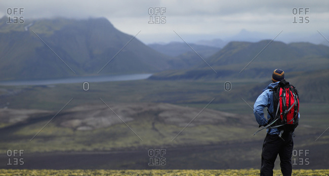 Man with rucksack overlooking the Icelandic highlands