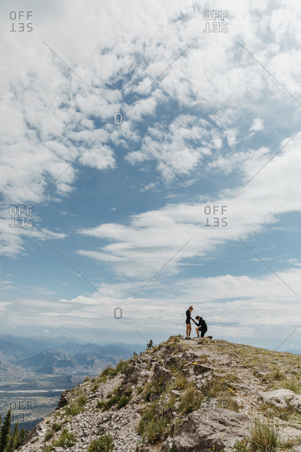 Man gets on one knee to propose to his girlfriend on Wyoming mountain