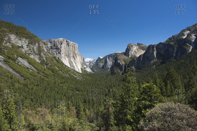 Yosemite Valley with the mountains Half Dome, El Capitan and Cathedral Rocks, Yosemite National Park, California, USA