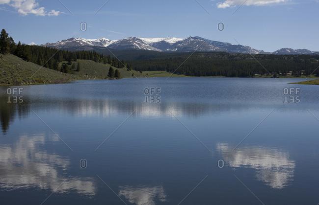 Mountains and lake in Ten Sleep, Wyoming, USA