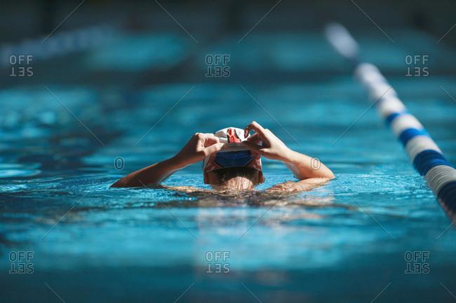 Swimmer adjusting bathng cap