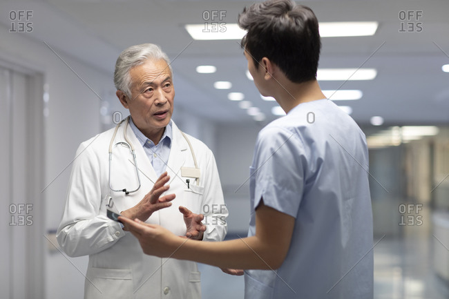 Chinese doctors discussing X-ray image
