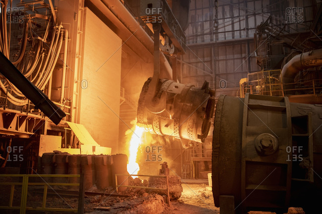 Waste steel pouring away from flask in steelworks