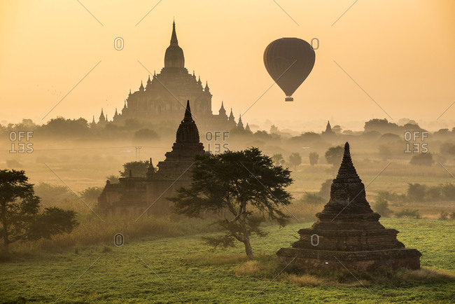 Hot air balloon over the landscape in the early morning fog, Sulamani Temple, stupas, pagodas, temple complex, Plateau of Bagan, Mandalay Division, Burma or Myanmar